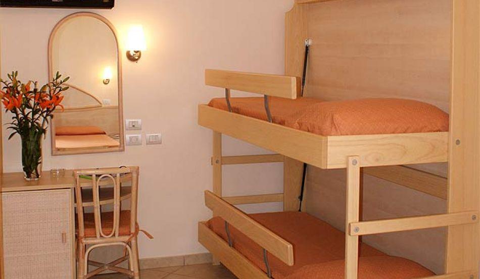 Hotel Amarcord Viale Emilia, 13