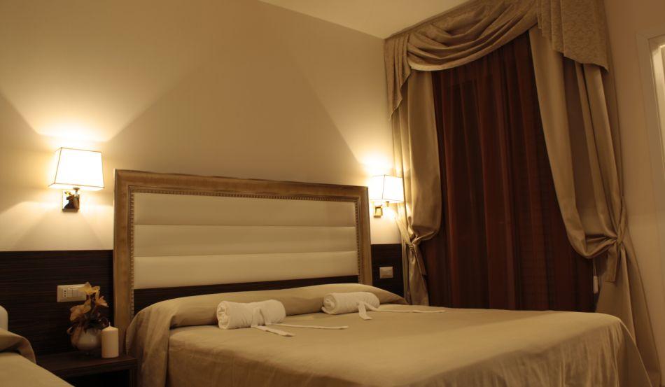 Hotel Donatella Via Mezzanotte, 7