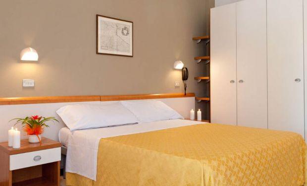 Hotel El Prado Via Mezzanotte ,38