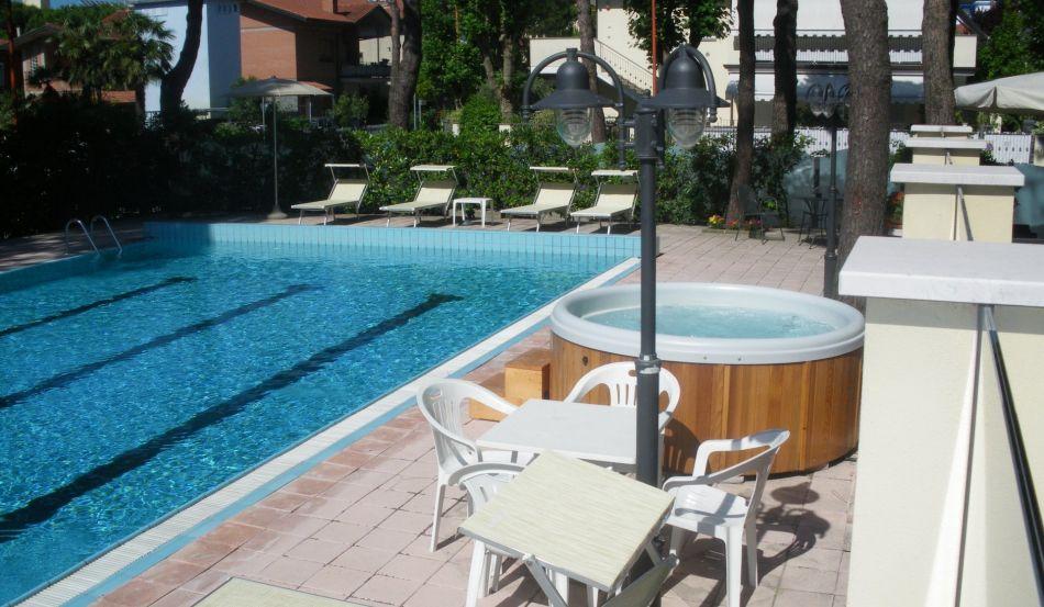 HOTEL ASCOT Viale Titano, 14